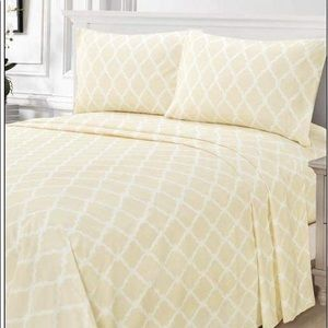 ⭐️SALE⭐️King 4pc French Vanilla Arabesque Bedsheet
